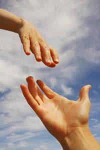 פוסט - כשאדם קרוב לנו סובל, אנו מיד נחלצים לעזרתו. אך מה קורה כשהוא מסרב לקבל את עזרה - תמונה ראשית